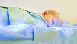 زردی نوزاد و درمان خانگی